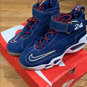 Ken Griffey Jr shoes